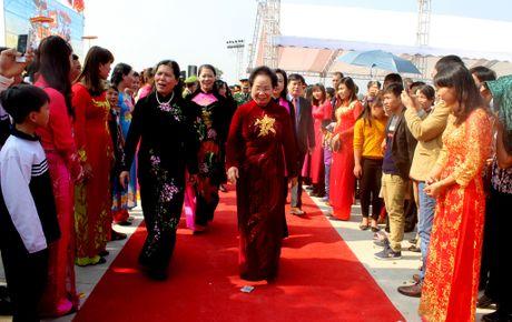 Pho Chu tich nuoc Nguyen Thi Doan dang huong tai den Hai Ba Trung - Anh 3