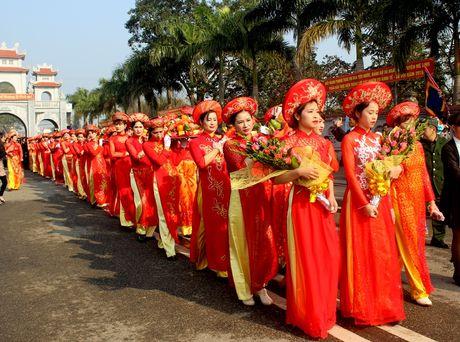 Pho Chu tich nuoc Nguyen Thi Doan dang huong tai den Hai Ba Trung - Anh 5