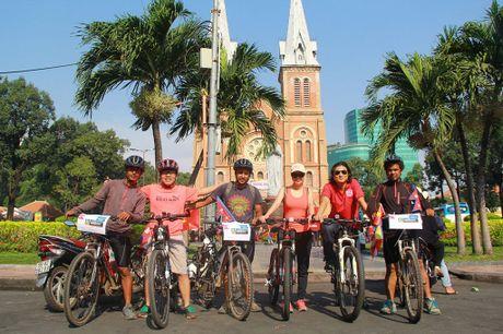 3 chang trai Nepal 'phuot' 100 nuoc bang xe dap den Viet Nam - Anh 2