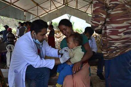 3 chang trai Nepal 'phuot' 100 nuoc bang xe dap den Viet Nam - Anh 3