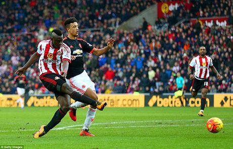 Man United thua Sunderland, Van Gaal dat cuoc tuong lai o Europa League - Anh 2