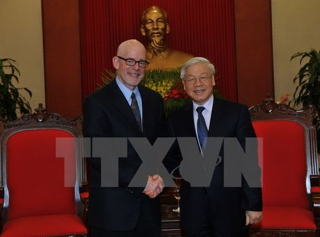 Doan dai bieu Dang cong san My tham va lam viec tai Viet Nam - Anh 1