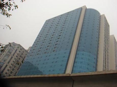 Chu Ho Guom Plaza truc loi bao nhieu tu ''de'' them can ho trai luat? - Anh 1