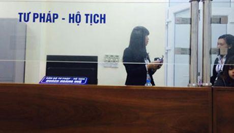 Ha Noi kiem tra vu 'khong lay duoc vo vi thu tuc hanh chinh' - Anh 1