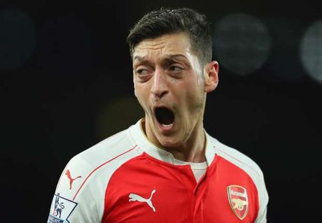 HLV Wenger cong khai chi trich Mesut Oezil - Anh 1