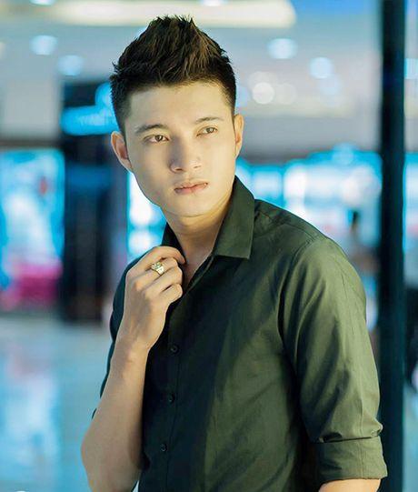 Hot boy hang khong dien trai, co phong cach thoi trang sanh dieu - Anh 1