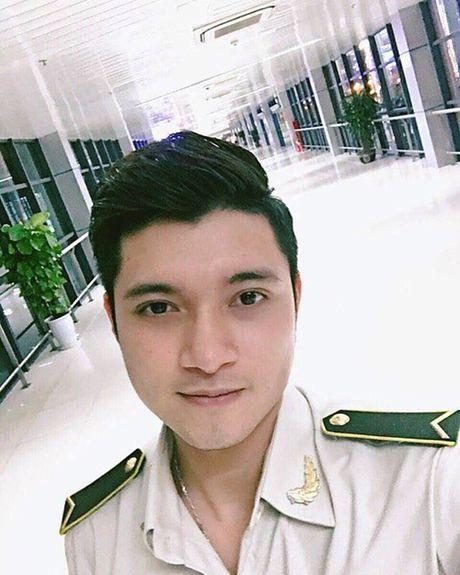 Hot boy hang khong dien trai, co phong cach thoi trang sanh dieu - Anh 3