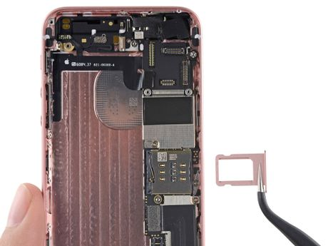Ben trong iPhone SE: man hinh, loa, bo rung doi duoc voi 5s, co ron chong nuoc, 6/10 diem iFixit - Anh 11