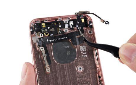 Ben trong iPhone SE: man hinh, loa, bo rung doi duoc voi 5s, co ron chong nuoc, 6/10 diem iFixit - Anh 16