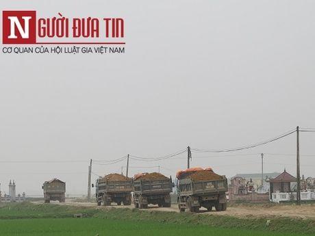 Hung than xe tai cho vat lieu noi duoi nhau 'cay nat' nhieu tuyen duong o Nghe An - Anh 1