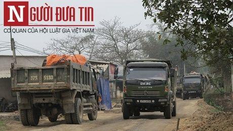 Hung than xe tai cho vat lieu noi duoi nhau 'cay nat' nhieu tuyen duong o Nghe An - Anh 2