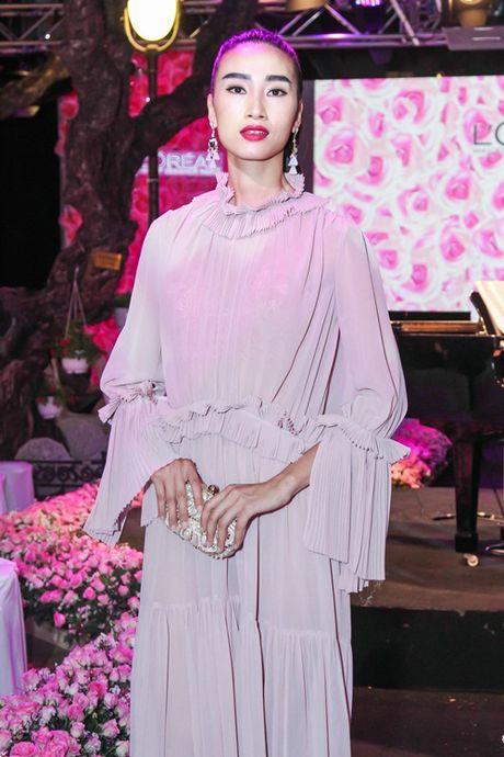 Nguyen Khang xin loi Trang Khieu sau su co khong biet co la ai - Anh 2