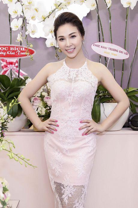 A hau Minh Thu deo tui xach tram trieu di su kien - Anh 9