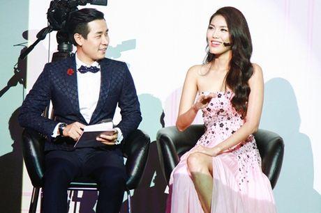 """Trang Khieu """"cung nguoi"""" khi MC Nguyen Khang hoi """"Em la ai?"""" - Anh 2"""