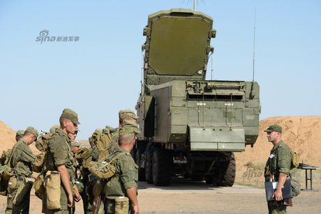 Muc kich linh Nga trien khai 'rong lua' S-300 vao tran dia - Anh 11