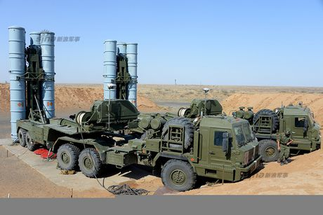 Muc kich linh Nga trien khai 'rong lua' S-300 vao tran dia - Anh 12