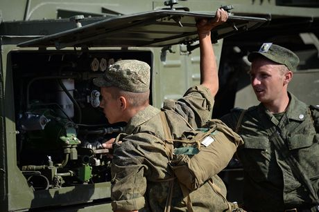 Muc kich linh Nga trien khai 'rong lua' S-300 vao tran dia - Anh 14