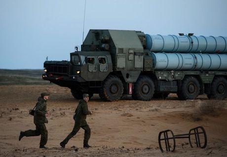 Muc kich linh Nga trien khai 'rong lua' S-300 vao tran dia - Anh 2