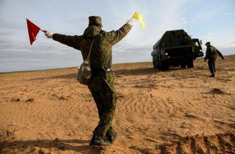 Muc kich linh Nga trien khai 'rong lua' S-300 vao tran dia - Anh 3