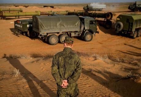 Muc kich linh Nga trien khai 'rong lua' S-300 vao tran dia - Anh 5