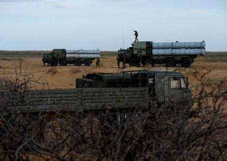 Muc kich linh Nga trien khai 'rong lua' S-300 vao tran dia - Anh 8