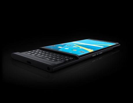 Doanh so dien thoai BlackBerry giam mot nua, doanh thu that vong - Anh 2