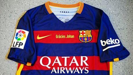 Barcelona se mac chiec ao tri an Johan Cruyff trong tran Sieu kinh dien - Anh 1