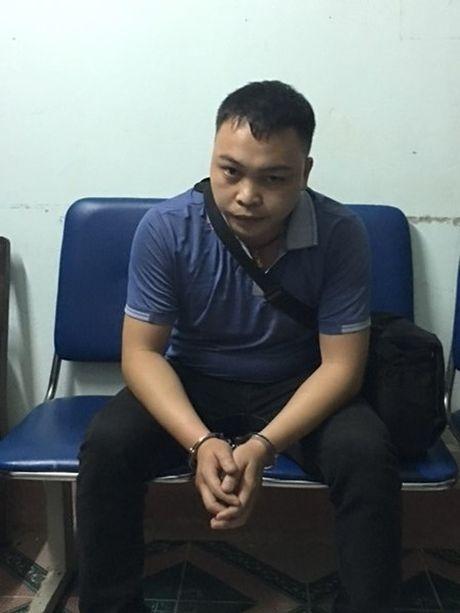 Bat hai doi tuong xung CTV cua bao tong tien doanh nghiep - Anh 2