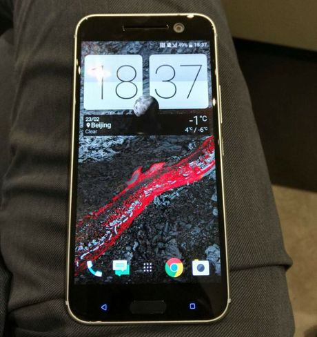 HTC 10 mini 'tham chien' voi iPhone SE vao thang 9 nay - Anh 3