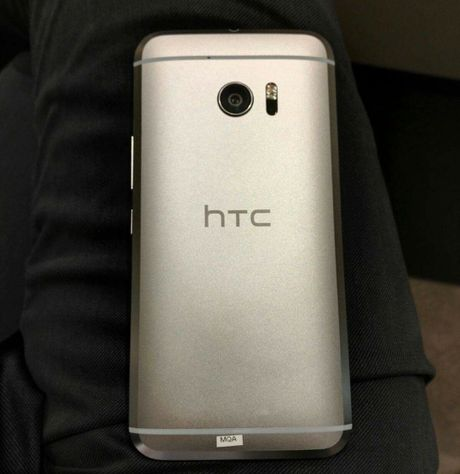 HTC 10 mini 'tham chien' voi iPhone SE vao thang 9 nay - Anh 6