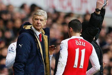 Xung dot tai Arsenal: HLV Wenger khong hai long voi thai do cua Ozil - Anh 1