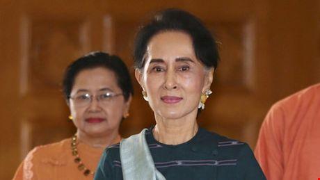Quan doi phan doi du doi chuc co van quoc gia cua ba Suu Kyi - Anh 1