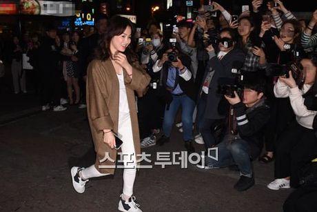 Song Joong Ki dai tiec doan phim 'Hau due mat troi' - Anh 2