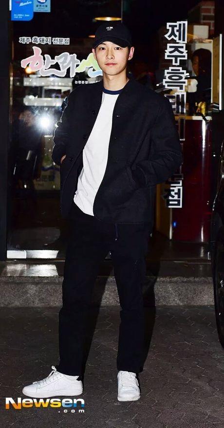 Song Joong Ki dai tiec doan phim 'Hau due mat troi' - Anh 3