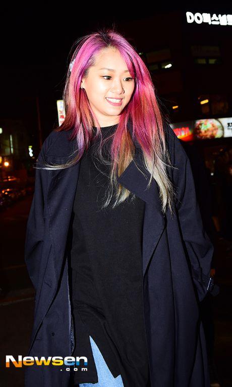 Song Joong Ki dai tiec doan phim 'Hau due mat troi' - Anh 8