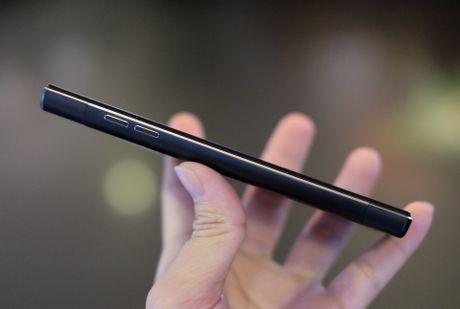 Philips gioi thieu 2 smartphone man hinh bao ve mat o VN - Anh 8