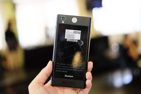 Philips gioi thieu 2 smartphone man hinh bao ve mat o VN - Anh 9