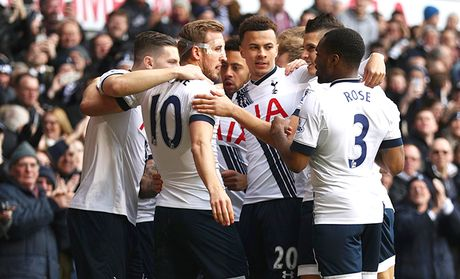 23h30 ngay 2/4, Liverpool-Tottenham: Klopp, Pochettino & chia khoa the luc - Anh 1