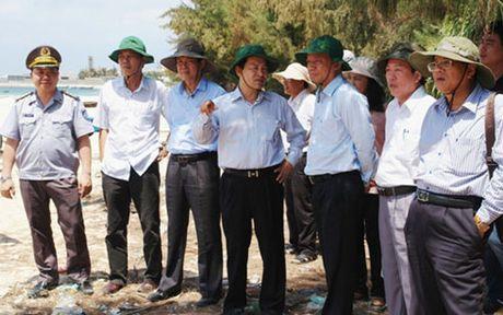 Dao Phu Quy sap co khu neo dau cho tau thuyen tranh tru bao - Anh 2