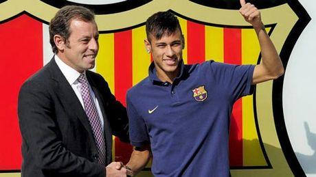 Neymar chi nhan luong 'beo' tai Barca - Anh 1