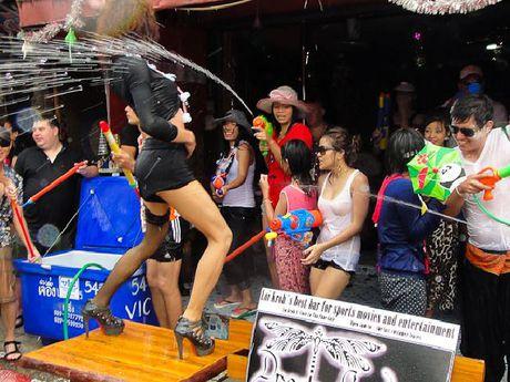 Bikini, sooc ngan dam nuoc ngap tran pho Thai Lan - Anh 9