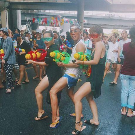 Bikini, sooc ngan dam nuoc ngap tran pho Thai Lan - Anh 11