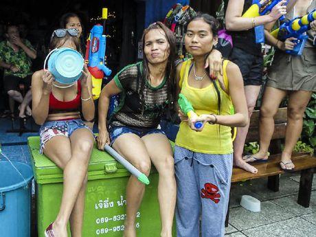 Bikini, sooc ngan dam nuoc ngap tran pho Thai Lan - Anh 7