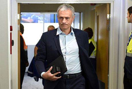 DIEM TIN TOI (14.4): Lo 'ben moi' cua Mourinho, Cong Vinh roi B.Binh Duong? - Anh 2