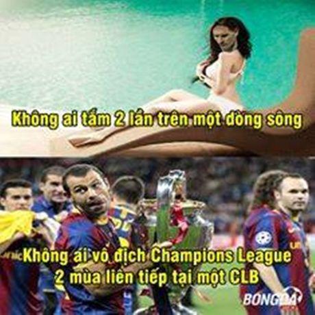 """Anh che: """"Gia quyen"""" Barca dang tin tim dong doi Messi; Cau be Rashford cuu ghe Van Gaal - Anh 1"""