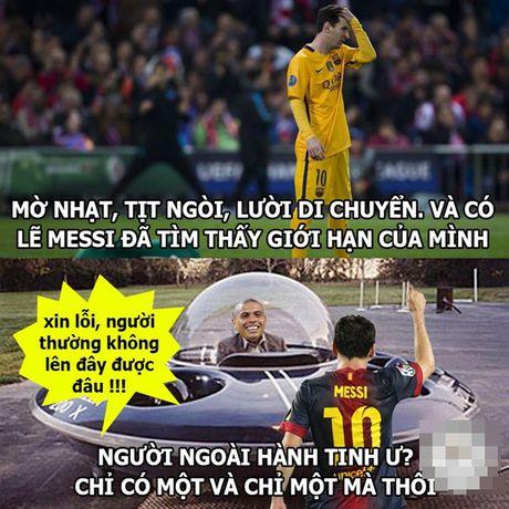 """Anh che: """"Gia quyen"""" Barca dang tin tim dong doi Messi; Cau be Rashford cuu ghe Van Gaal - Anh 6"""