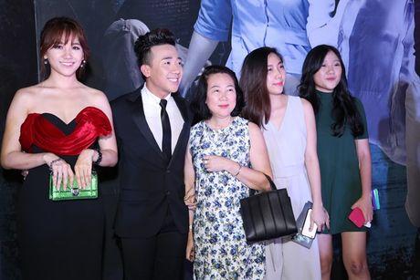 Thoi trang Hari Won ngay tay trong tay voi Tran Thanh - Anh 8