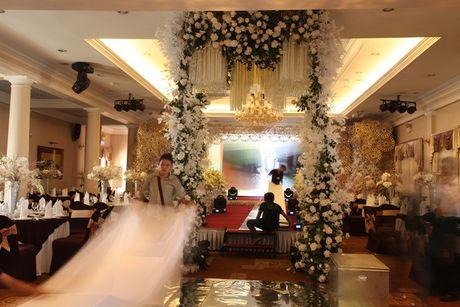 Khong gian cuoi ngap hoa cua Luong The Thanh, Thuy Diem - Anh 1