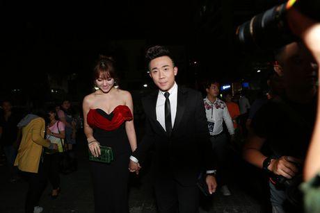 Tran Thanh - Hari Won quan quyt ben nhau ra mat phim - Anh 2
