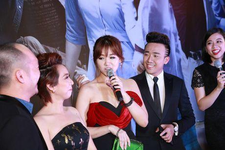 Tran Thanh - Hari Won quan quyt ben nhau ra mat phim - Anh 5